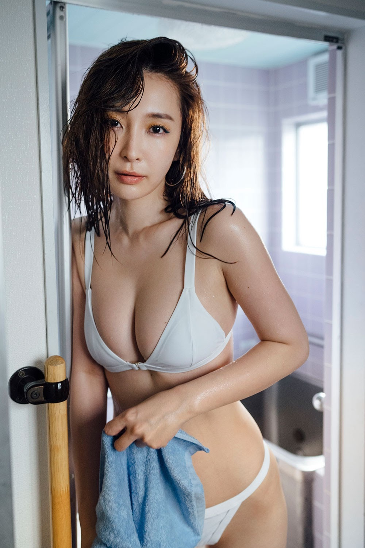 Ultimate beautiful ass Wataru Takeuchi gravure swimsuit picture015