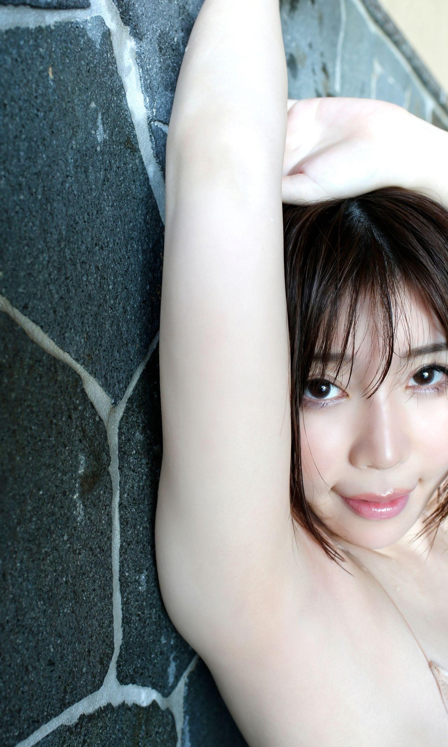 She is popular as a gramador and also an office workerShe has two faces in her amorous bikini gravureYui Furukawa 2020007
