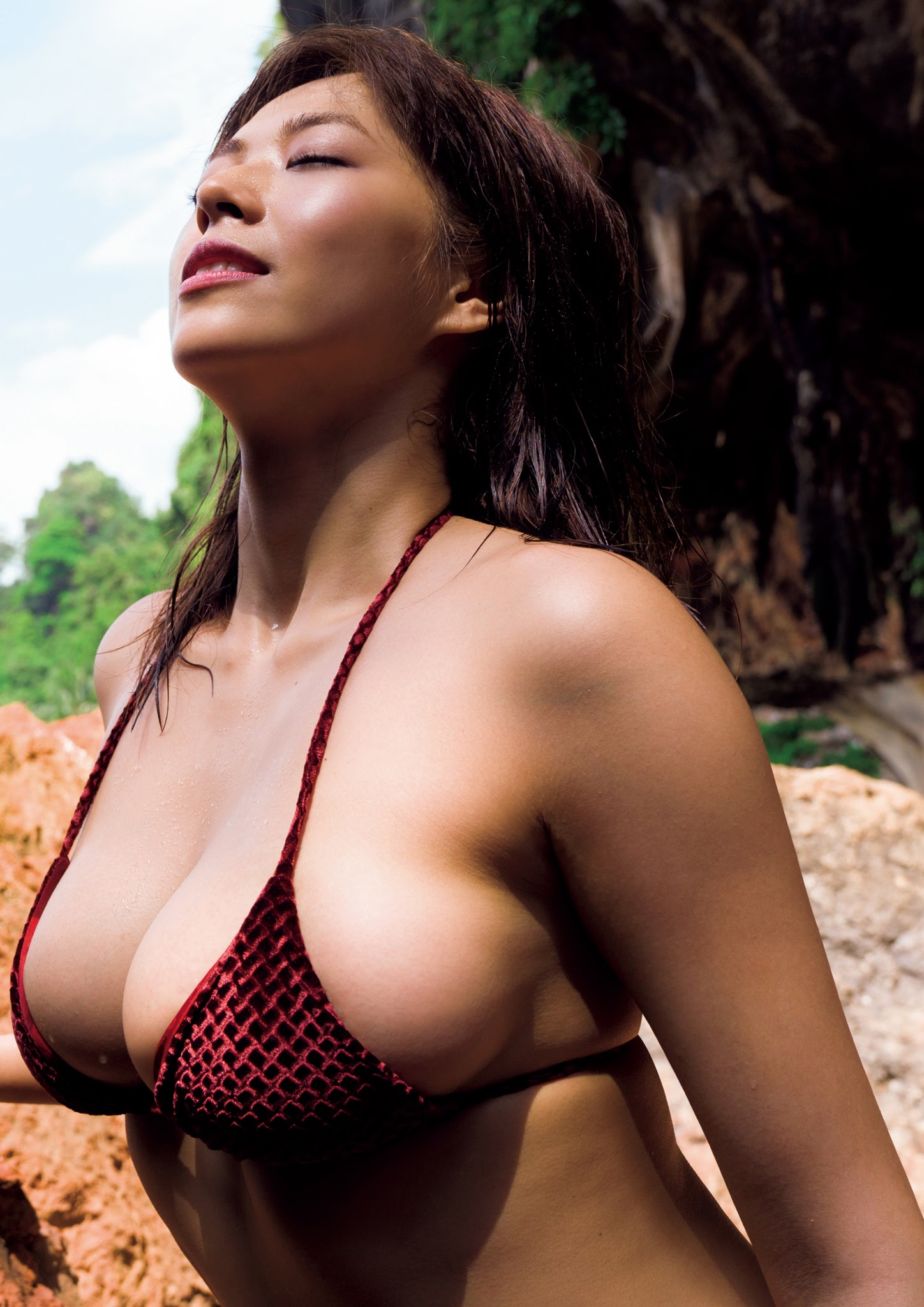 Super body of H cup Minami Wachi 2020 that exposes body and mind in tropical Thailand032