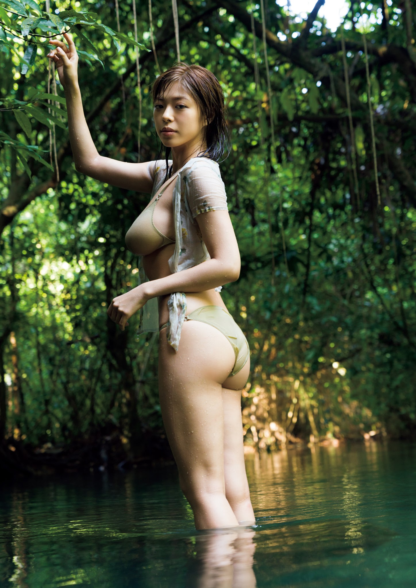 Super body of H cup Minami Wachi 2020 that exposes body and mind in tropical Thailand039