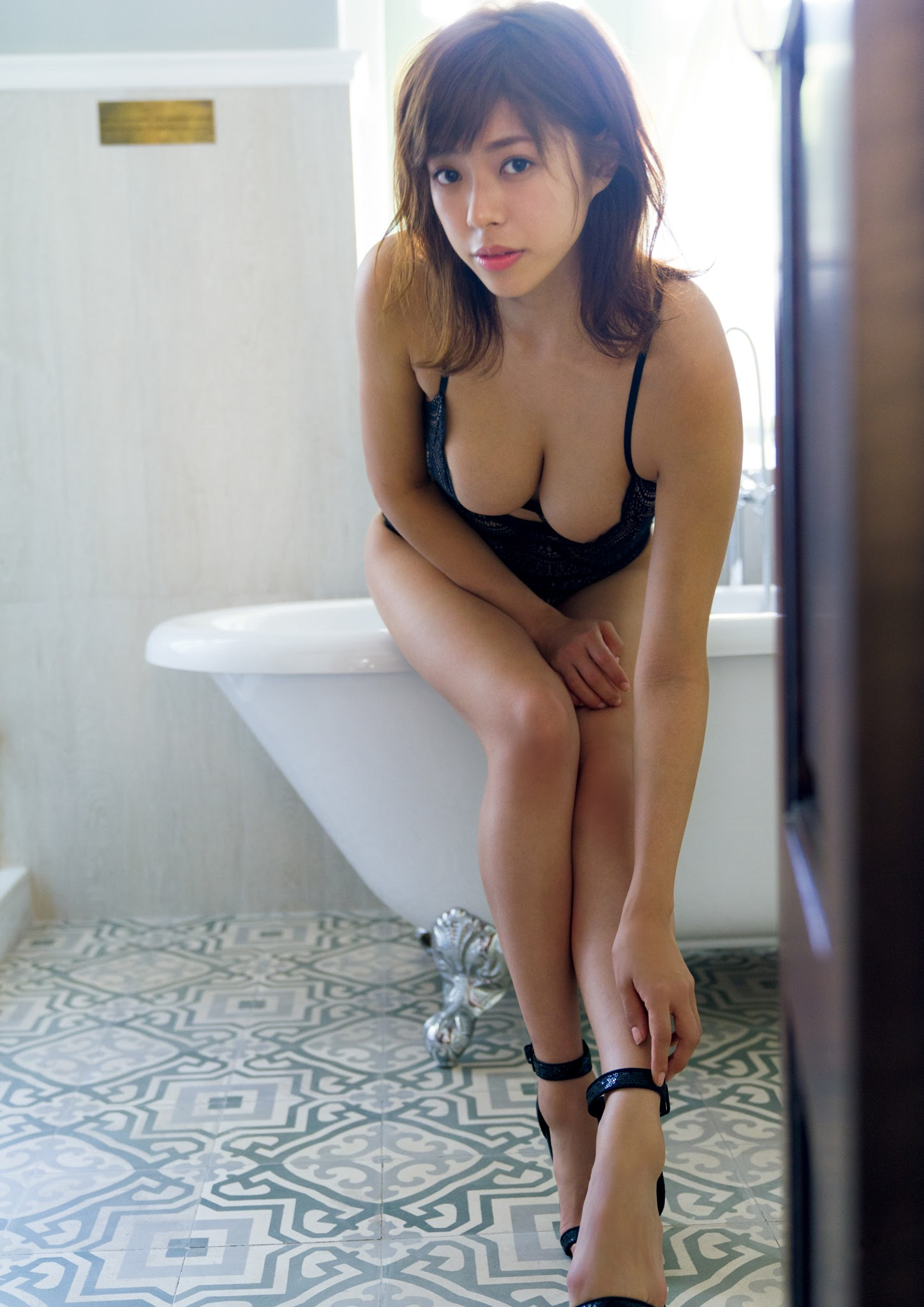Super body of H cup Minami Wachi 2020 that exposes body and mind in tropical Thailand067