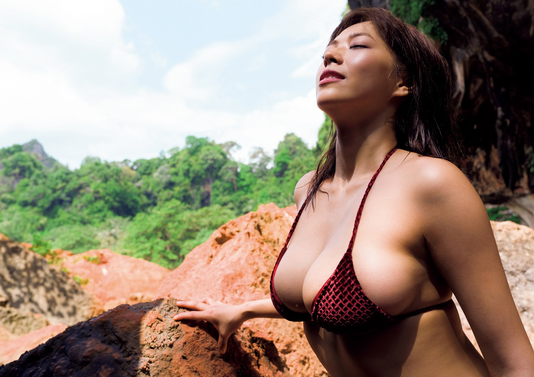 Super body of H cup Minami Wachi 2020 that exposes body and mind in tropical Thailand115