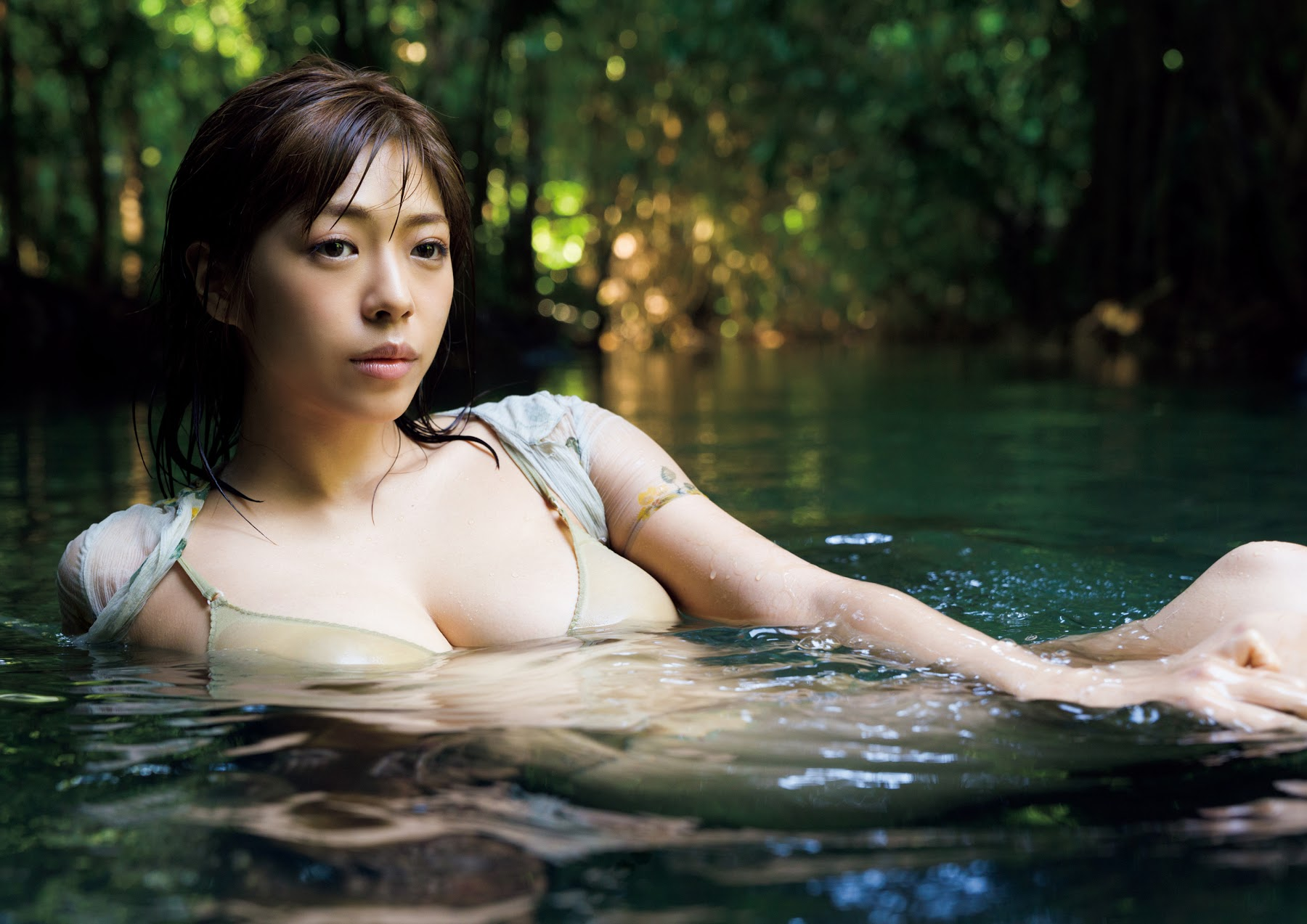 Super body of H cup Minami Wachi 2020 that exposes body and mind in tropical Thailand116