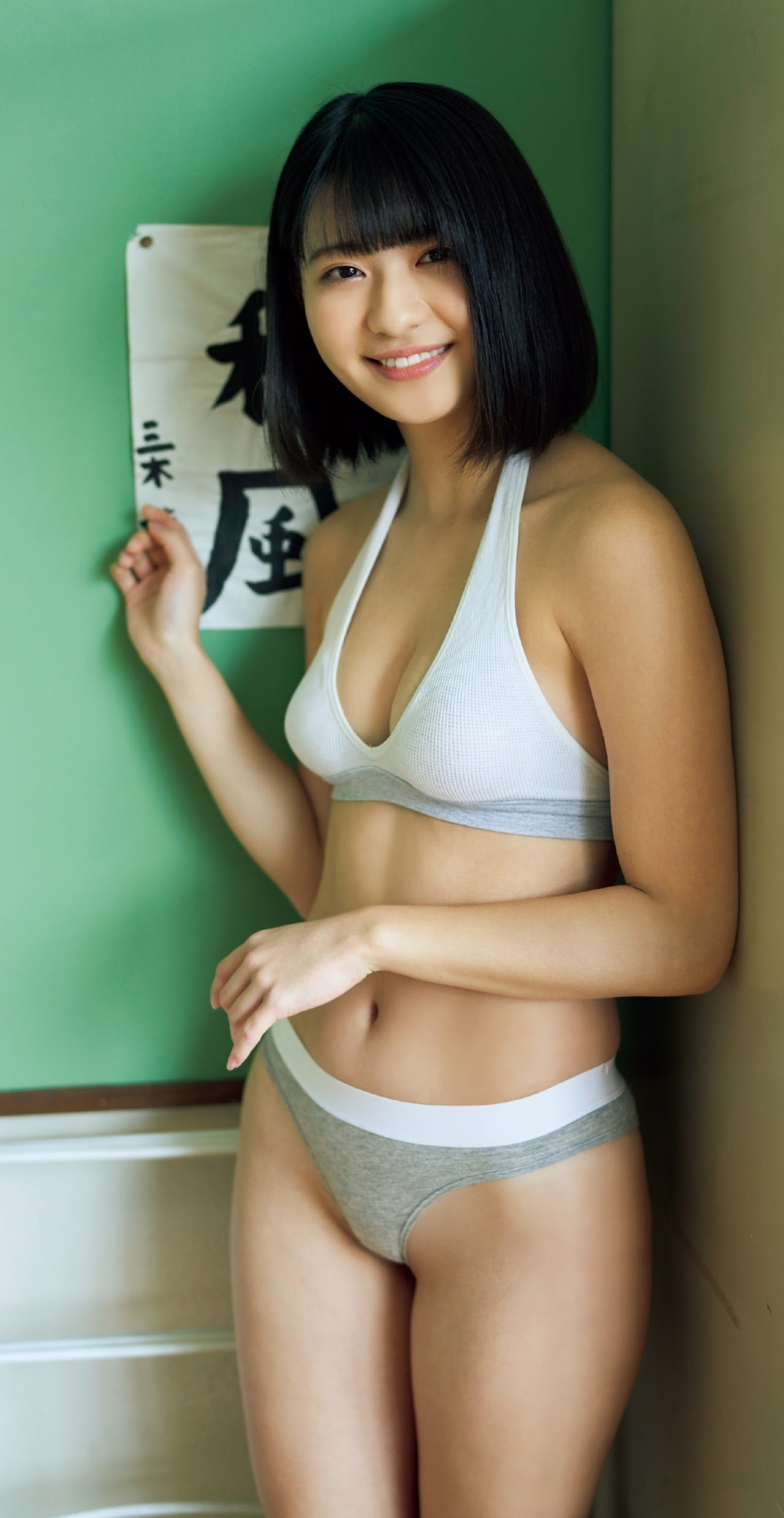 Minami Yamada, a beautiful and innocent girl became the last idol in swimsuit She shows us her beautiful pure white body Junkiso Bikini 2020008