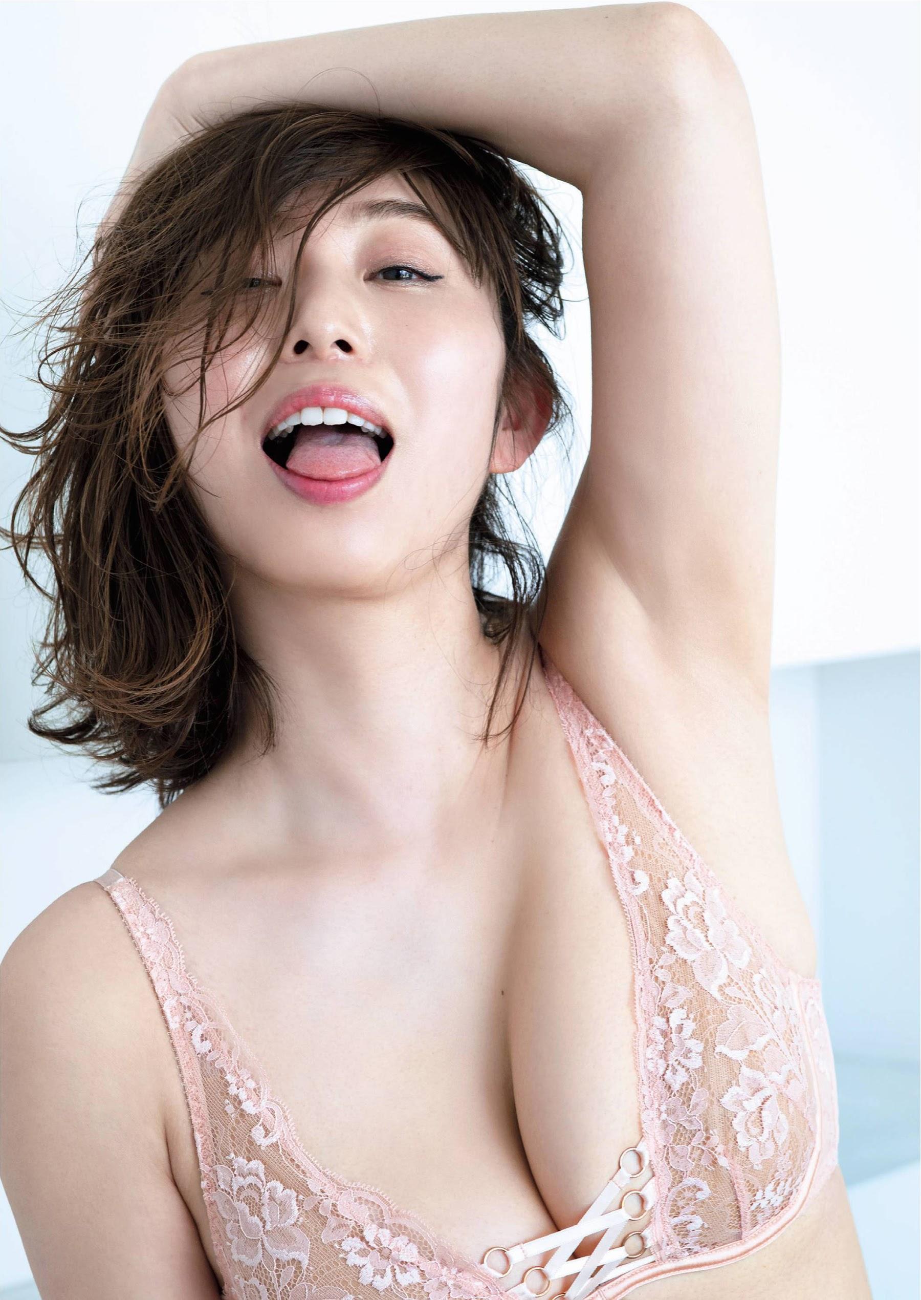 Japans best pheromone female announcer003