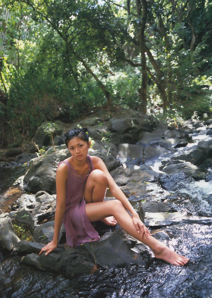 Nana Eikura who charms perfect body on the stage of Hawaii038