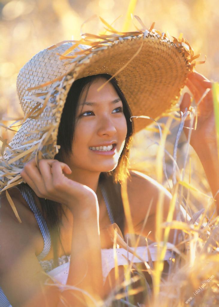 Nana Eikura who charms perfect body on the stage of Hawaii071