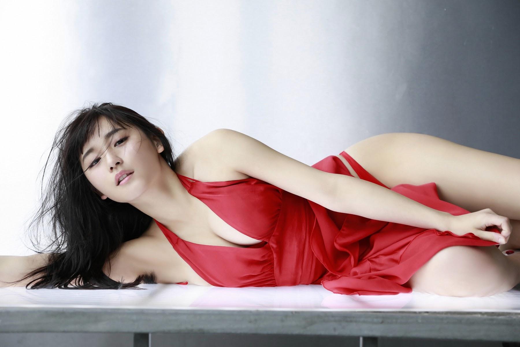 NANA ASAKAWA HOT SHOT015