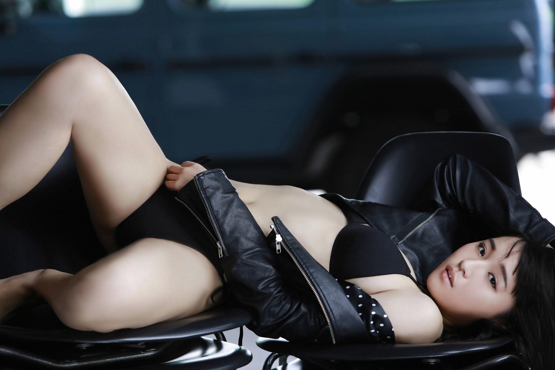 NANA ASAKAWA HOT SHOT044