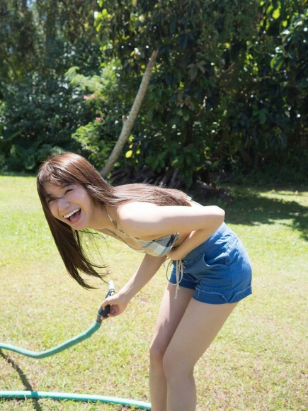 Everyone longed for that beautiful girl boldly showed off her swimsuit Erika Denya057