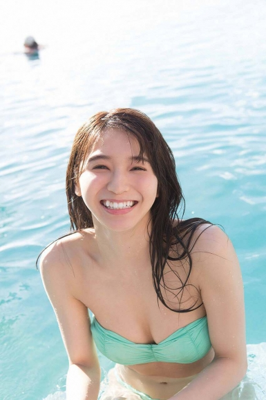 Everyone longed for that beautiful girl boldly showed off her swimsuit Erika Denya072