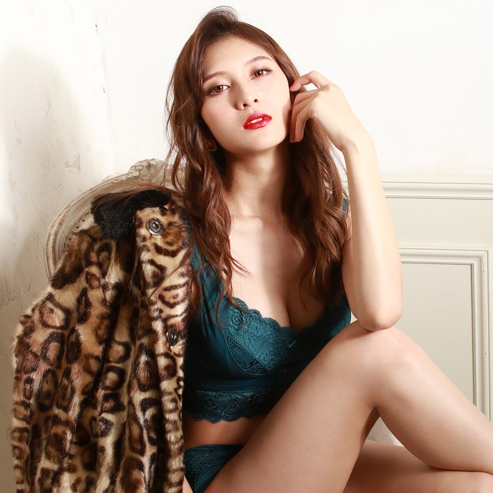 Fluffy Room Blubless Underwear Model Angela Mei009