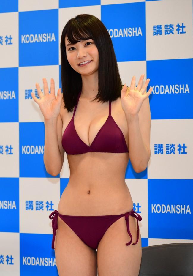 Miss Magazine 2020 16 people in swimwear035