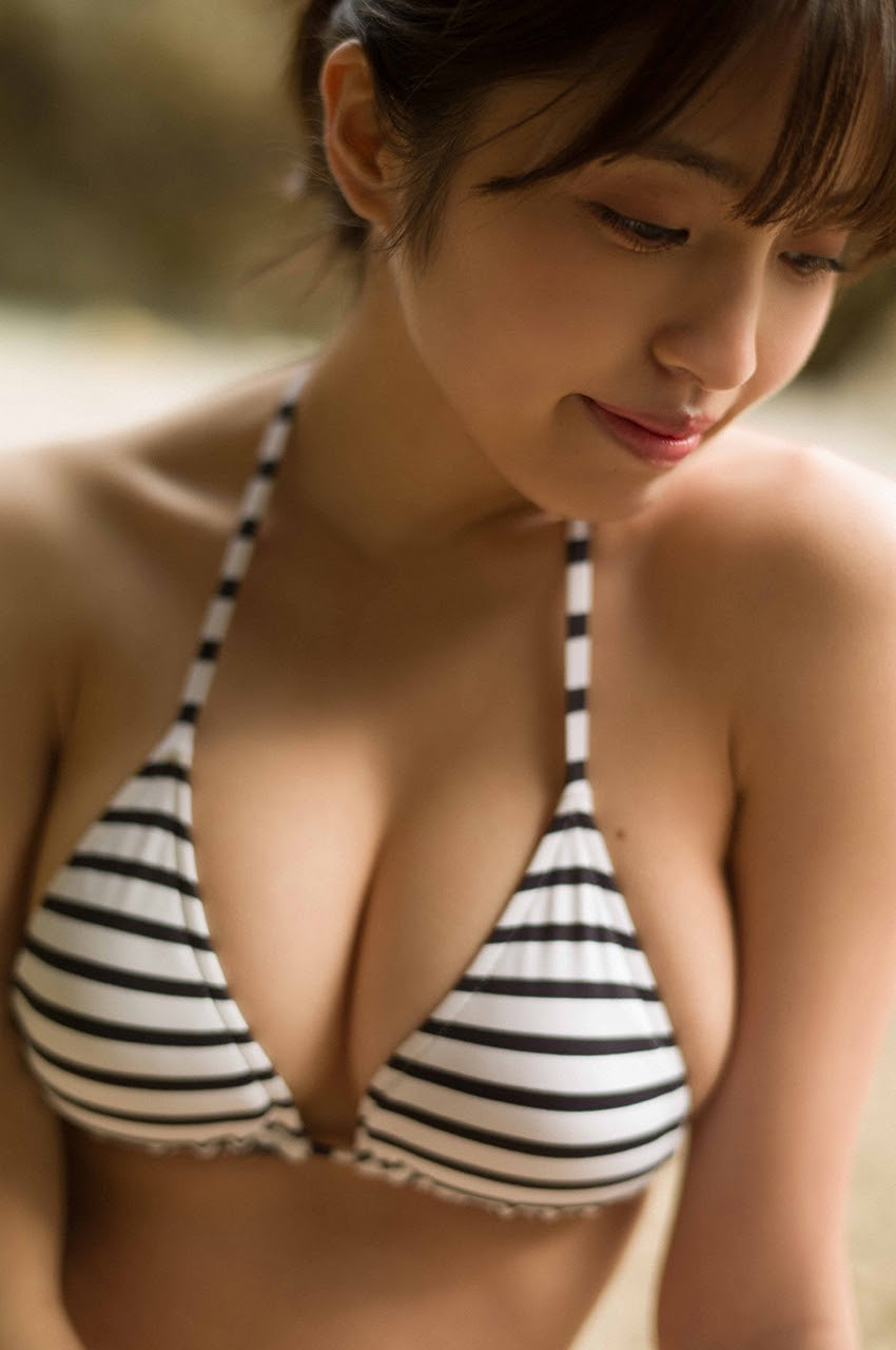 Gravure world treasure BODY Dynamic Miyubai pops up in winter in Okinawa111