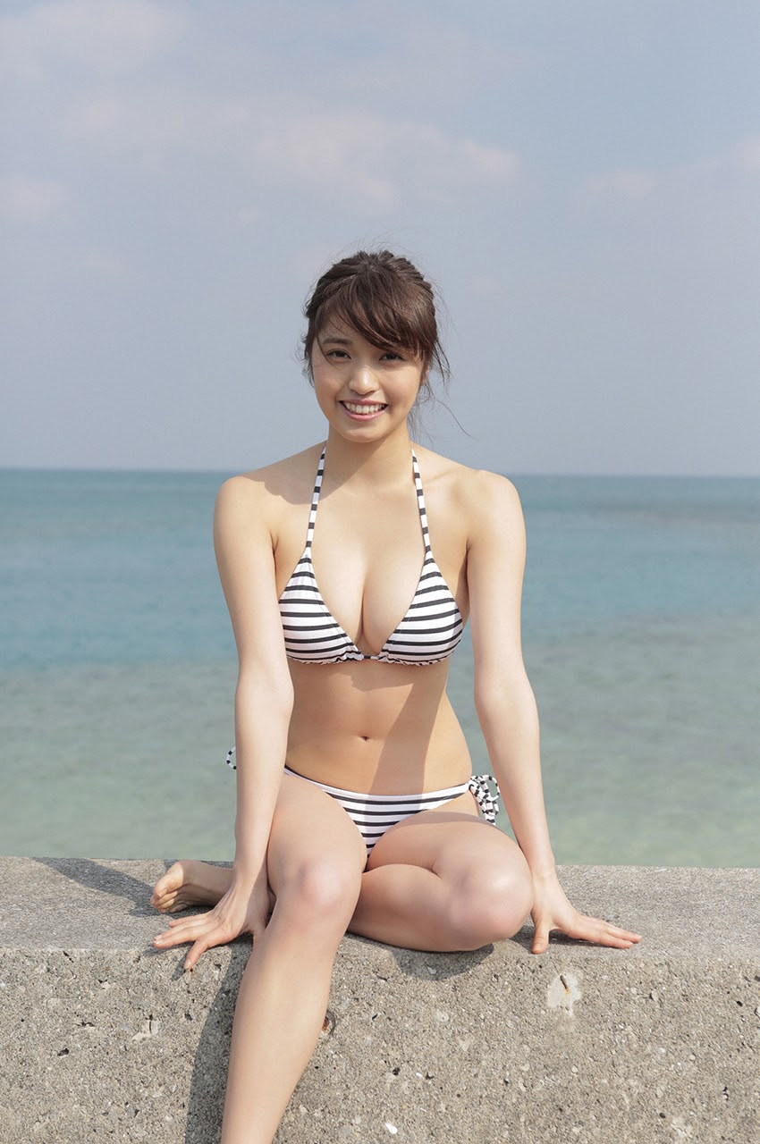 Gravure world treasure BODY Dynamic Miyubai pops up in winter in Okinawa124