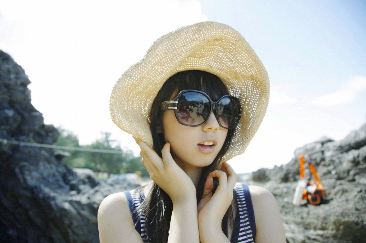The ultimate beautiful girls angel smile explodes in Okinawa for the first time experience Rina Koike120