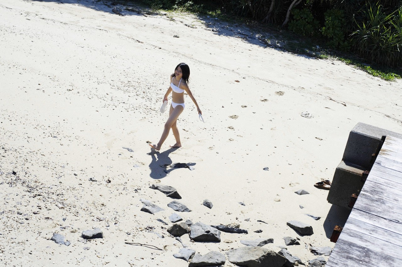 Umi chans smile explodes on some southern island067