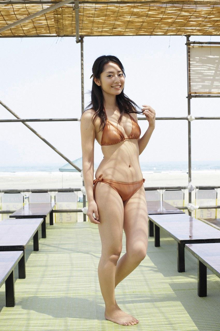 Tanimomo decorates his hometown with a bikini016