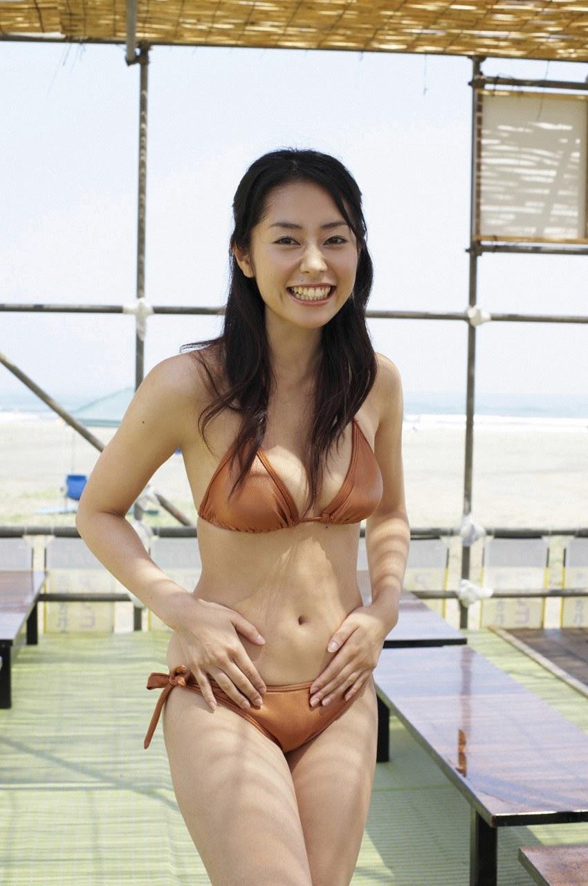 Tanimomo decorates his hometown with a bikini015