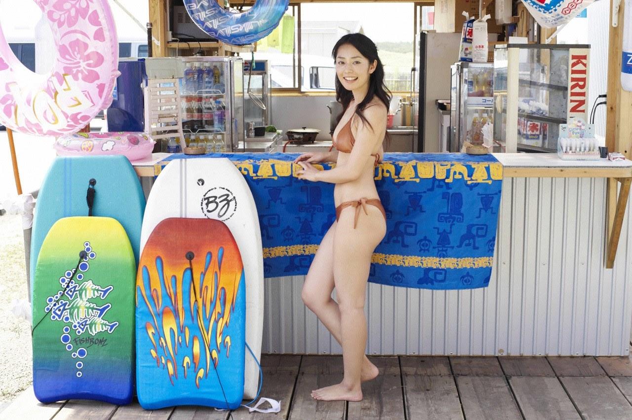 Tanimomo decorates his hometown with a bikini021