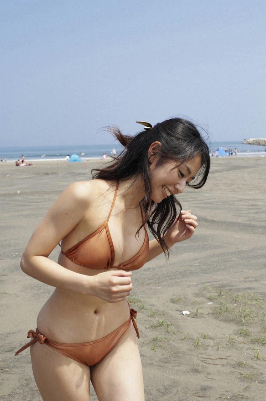 Tanimomo decorates his hometown with a bikini026