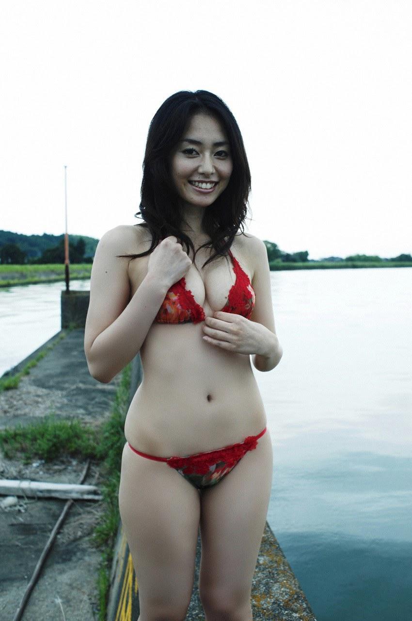 Tanimomo decorates his hometown with a bikini071