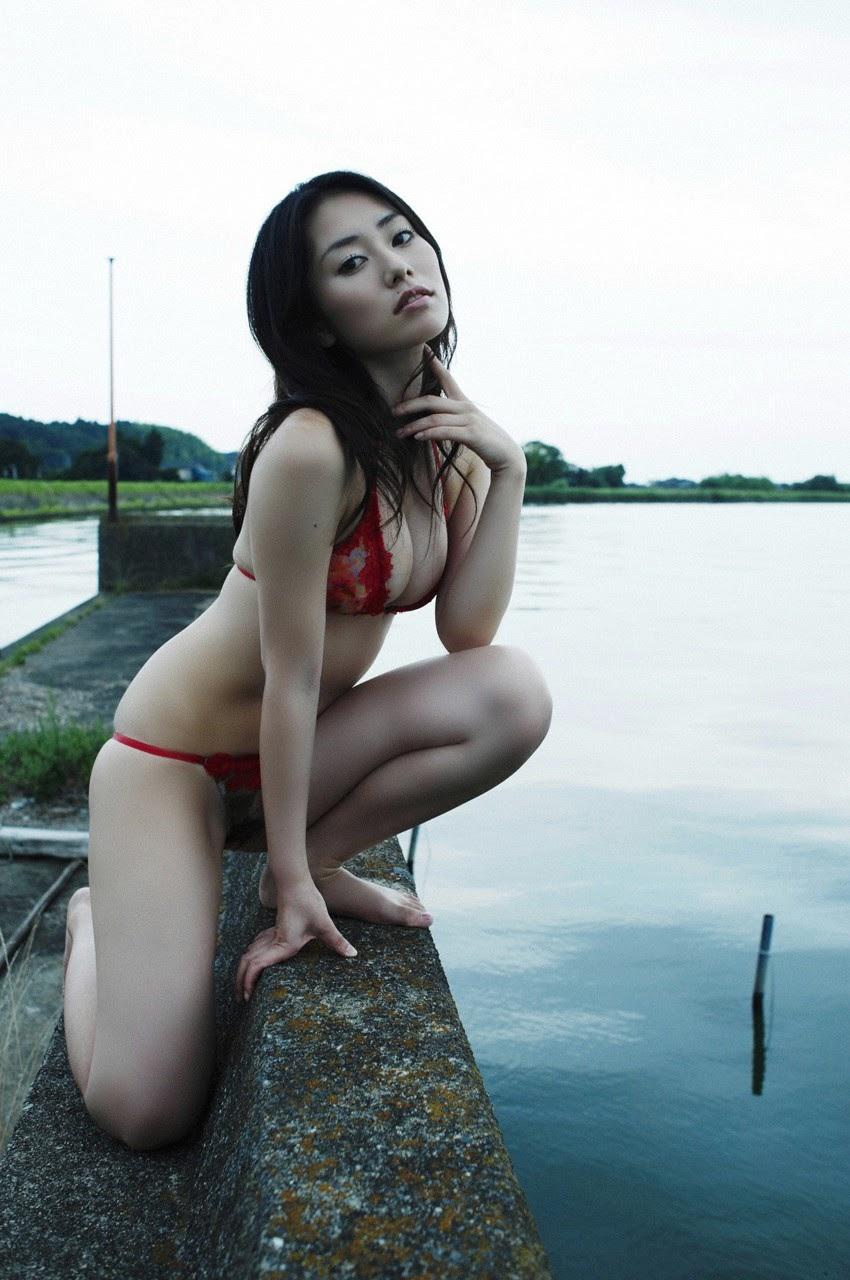 Tanimomo decorates his hometown with a bikini072