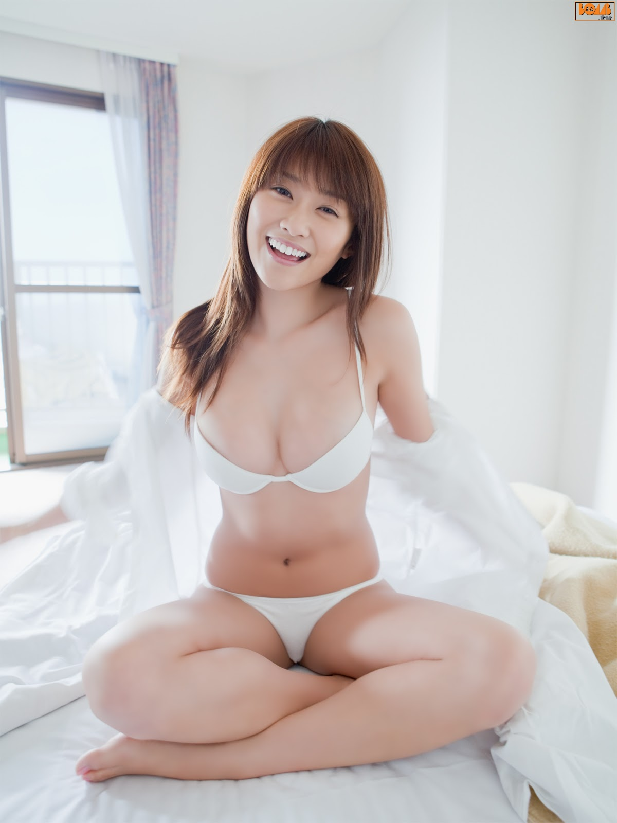 All kinds of redweathered skin sweaty skin smiles in the morning light Mikie Hara005