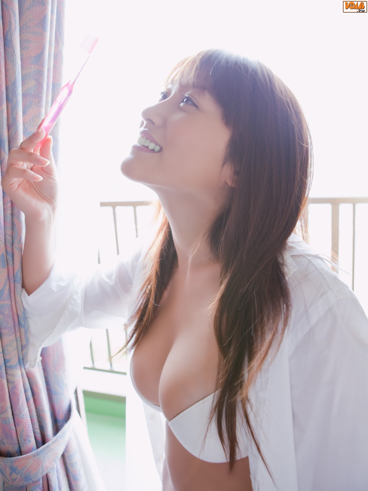 All kinds of redweathered skin sweaty skin smiles in the morning light Mikie Hara007