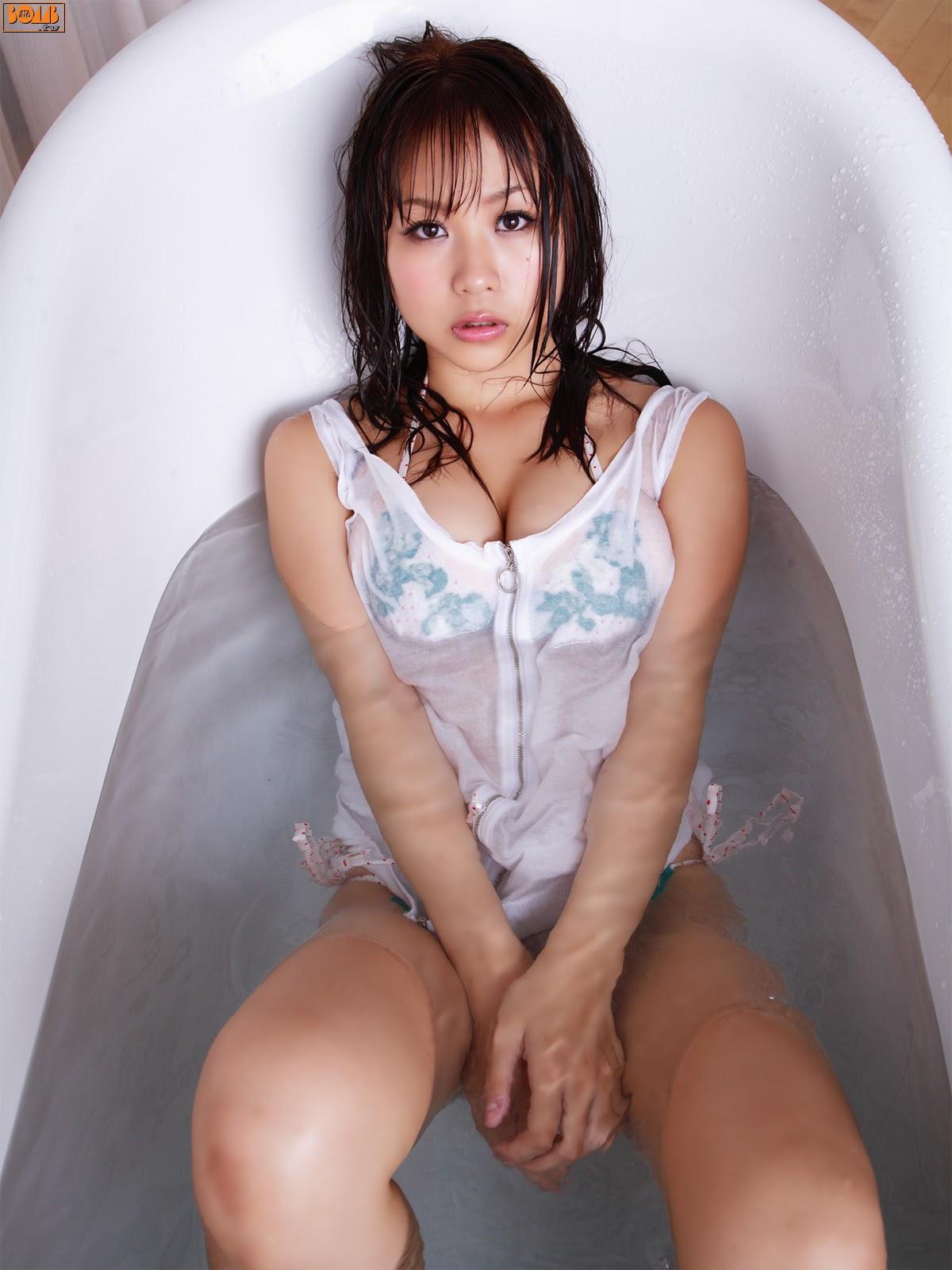 New Age Gravure Steamer Reason why it flowed in the wet bathroom Mai Nishida017