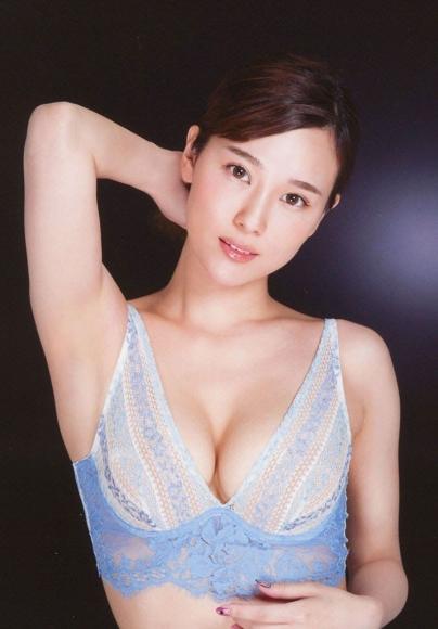 Bold show off the finest body Aika Nishihara019