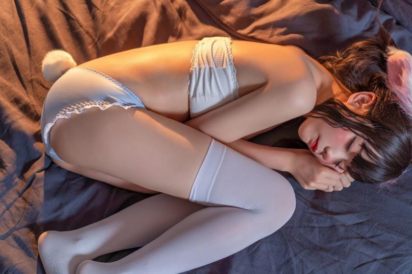 Lets sleep with a rabbit013