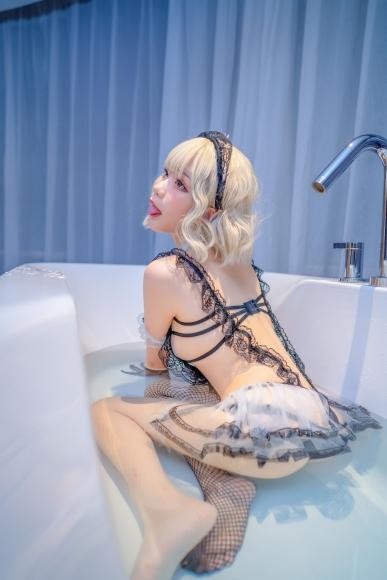 Lets take a bath022
