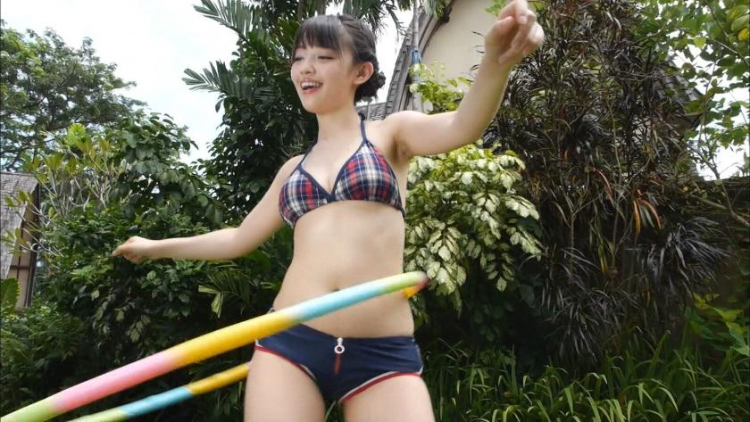 Hula hoop in bikini017