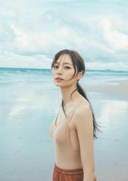 Minami Umezawa Adult swimsuit full of appeal 2020005
