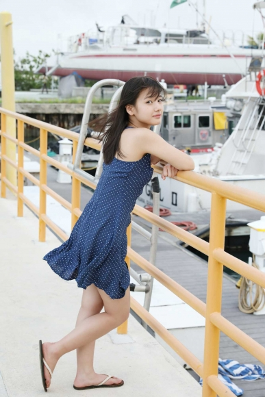 After graduating from high school great happiness in the sea of ??Okinawa Morning Musume006