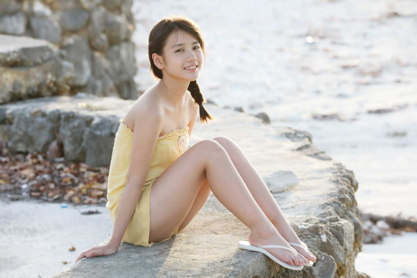 After graduating from high school great happiness in the sea of ??Okinawa Morning Musume008