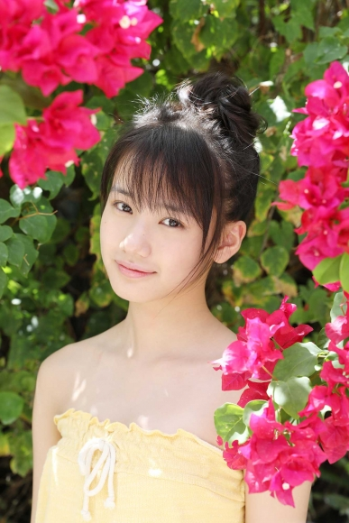 After graduating from high school great happiness in the sea of ??Okinawa Morning Musume017
