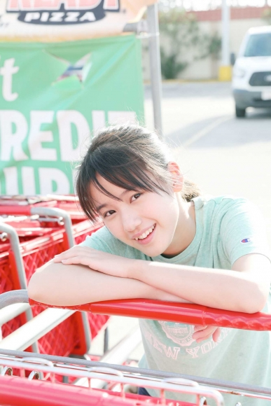 After graduating from high school great happiness in the sea of ??Okinawa Morning Musume025