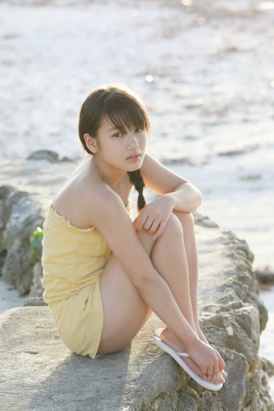 After graduating from high school great happiness in the sea of ??Okinawa Morning Musume028
