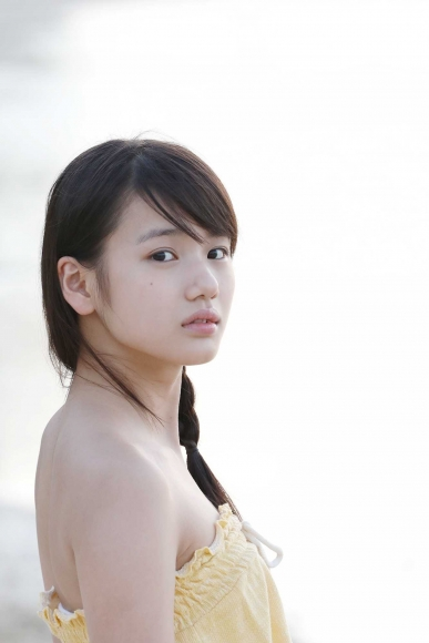 After graduating from high school great happiness in the sea of ??Okinawa Morning Musume031