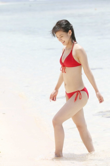 After graduating from high school great happiness in the sea of ??Okinawa Morning Musume044