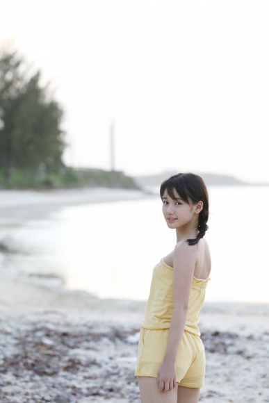 After graduating from high school great happiness in the sea of ??Okinawa Morning Musume046