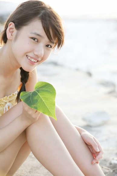 After graduating from high school great happiness in the sea of ??Okinawa Morning Musume067