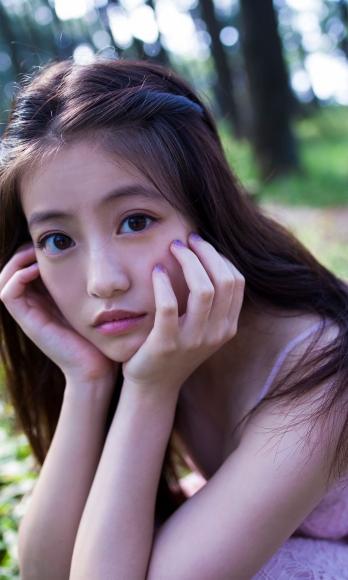 Next generation beautiful girl 20 years old 2020025