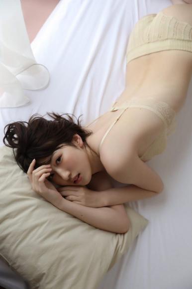 Mikoto Hibi swimsuit bikini image twitter magazine partly published cut001