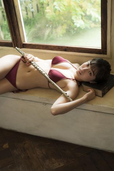 Aine Sakurada plays flute in swimsuit 2020003