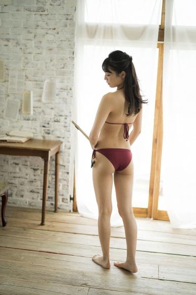 Aine Sakurada plays flute in swimsuit 2020004