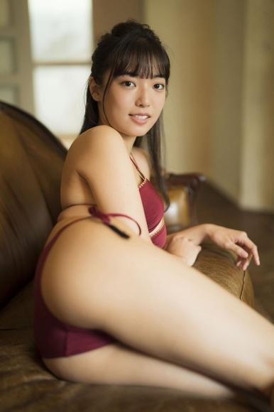 Aine Sakurada plays flute in swimsuit 2020005