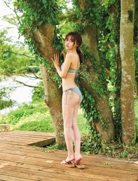 Aine Sakurada plays flute in swimsuit 2020006